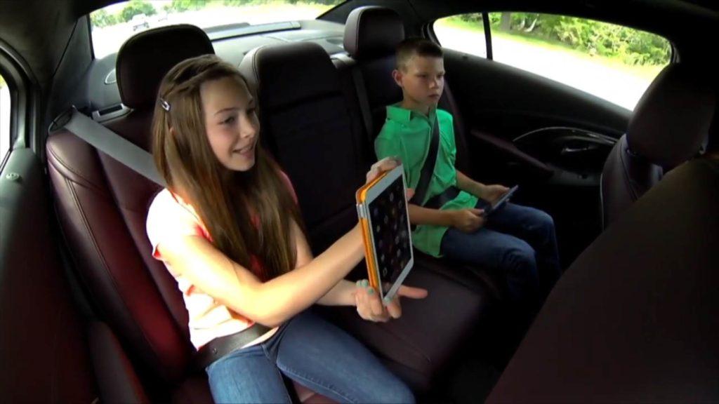 10 Tipps für eine ruhige und stressfreie Autofahrt mit Kindern