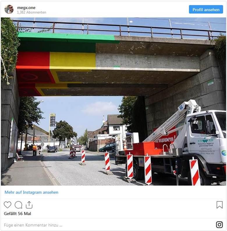 Straßenkünstler Megx wandelt in Wuppertal eine Beton-Brücke in eine Lego-Brücke um