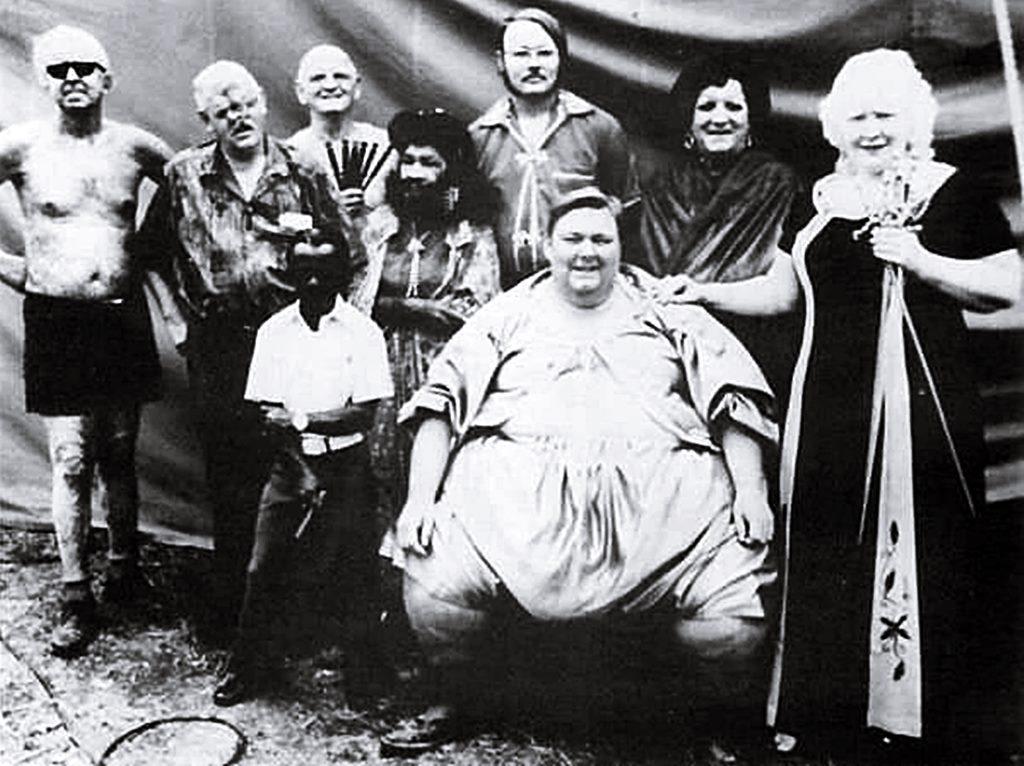 Bill Durk und seine Freakshowtruppe Freaks Gruppenfoto