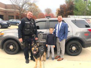 9 jähriger sammelt fast 80000 us dollar für kugelsichere Westen für Polizeihunde