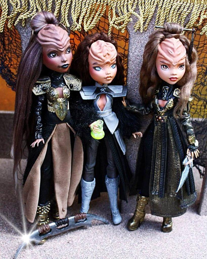 Künstler verwandelt Monster High Dolls in wilde klingonische Krieger aus dem Star Trek Universum
